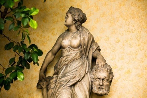 isola madre statue