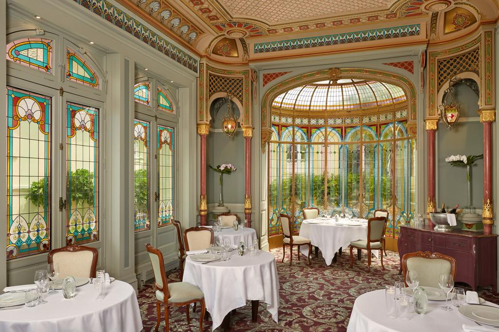 restaurant chateau hotel grand barrail